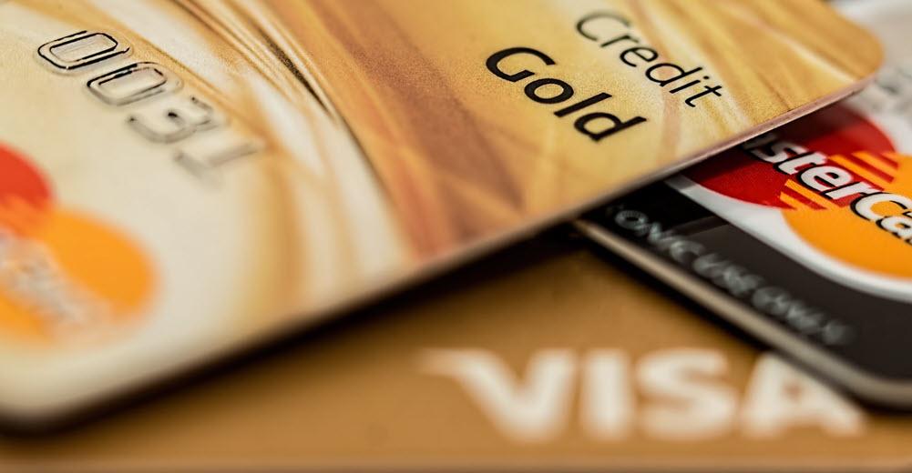 البطاقات المصرفية الفيزا والماستر كارد